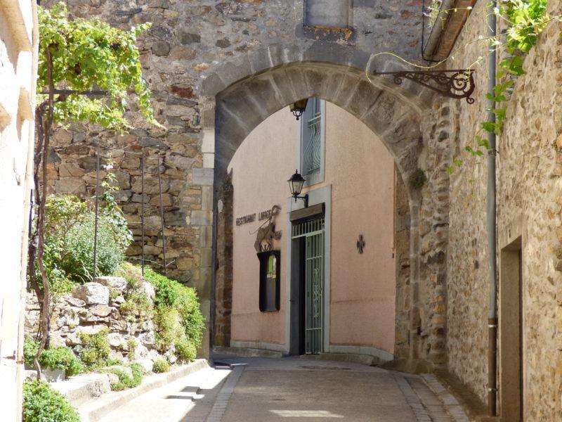 La porte d'autan du village de Saissac sur la montagne Noire porche de Carcassonne