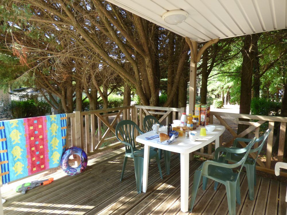 mobile home loggia near montolieu in the Aude and its terrace
