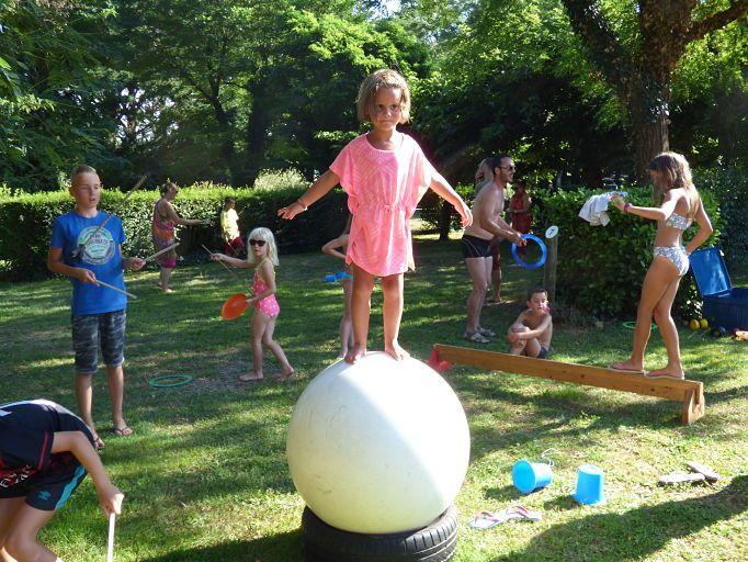 camping familial  carcassonne enfant famille animation cirque