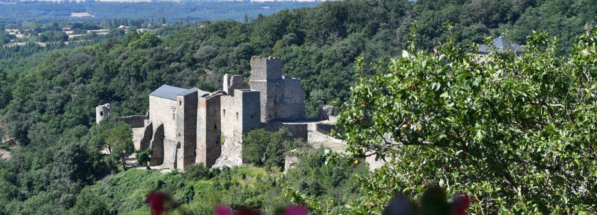 Chateau cathare de saissac près de carcassonne dans laude